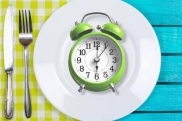 """Διαλείπουσα νηστεία (Intermittent Fasting) VS. """"κλασική"""" δίαιτα;"""