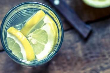 Θέλω να αδυνατίσω. Να πίνω νερό με λεμόνι;